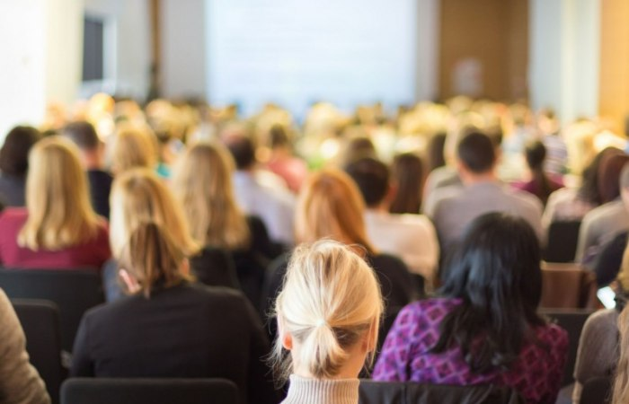 /media/post/3q9ta4u/professional-business-conference-2400x1200-796x512.jpg
