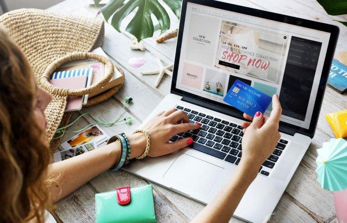 /media/post/45hbszz/woman-online-shopping-xlarge.jpg