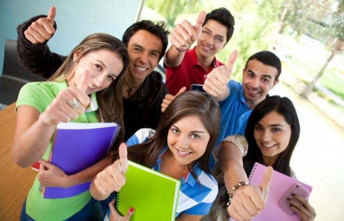 /media/post/45rrpuu/studenti-796x512.jpg
