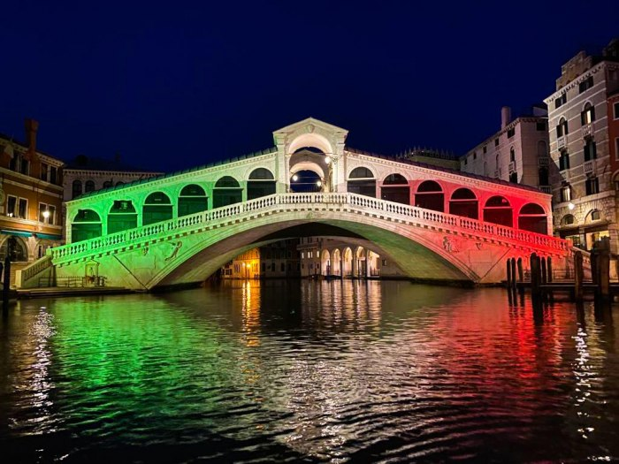 /media/post/4lbaqvz/rialto-tricolore.jpg