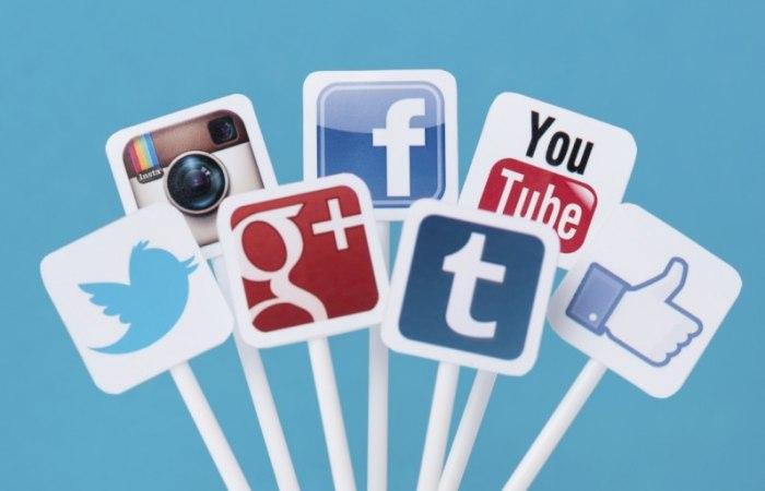 /media/post/badph3t/AcQyro-Social-Media-Advertising-796x512.jpg