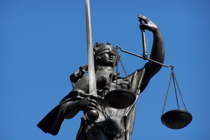 /media/post/bqq3ete/litigation-pr_blinde_justitia_gleichgewicht_by_HHS_pixelio.de_1.jpg