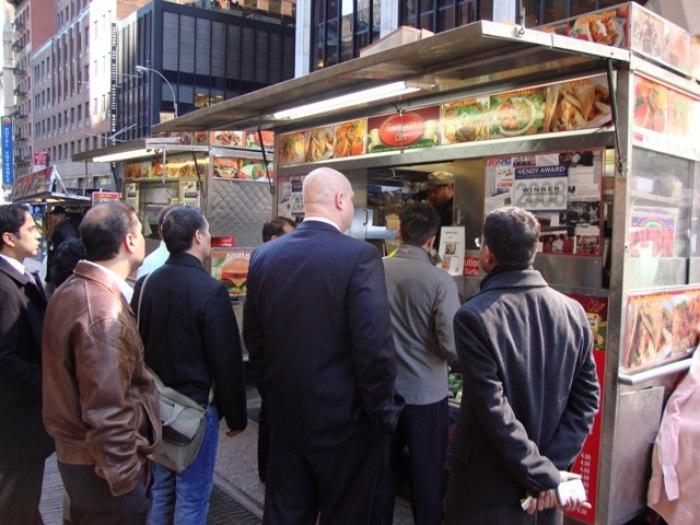/media/post/dsqbugq/ny-street-food.jpg