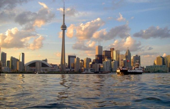 /media/post/dvah7gl/Toronto_viewed_from_Harbour-796x512.jpg