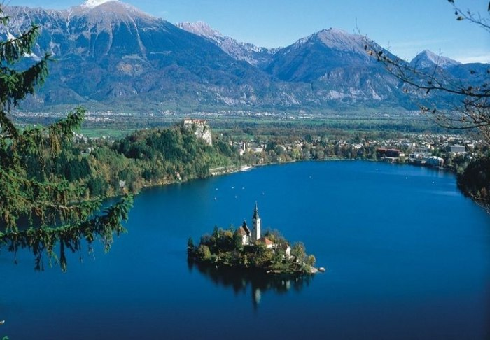 /media/post/hd4b9db/fd700ec686b9a790ec186f8ca14df14c-bled-slovenia-places-to-see-736x512.jpg