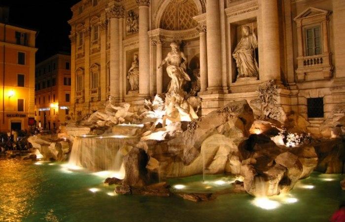/media/post/hsh4sud/notte-fontana-di-trevi-796x512.jpg