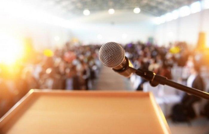 /media/post/pebarv7/microphone_speech_crowd_fullsize-796x512.jpg