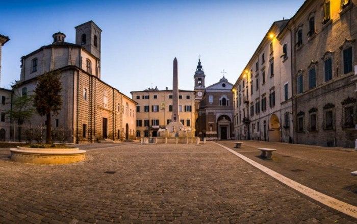 /media/post/qfzzc5a/piazza_federico_secondo_jesi_ancona-1170x500-796x500.jpg