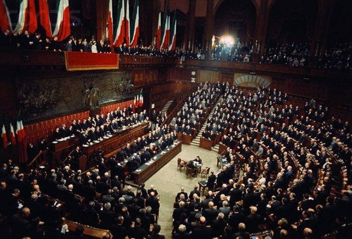 /media/post/sqlgf3u/Parlamento_Italiano_Giuramento_di_Giovanni_Leone.jpg