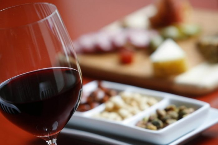 /media/post/tdcgdc9/wine-and-food-pairing-768x512.jpg
