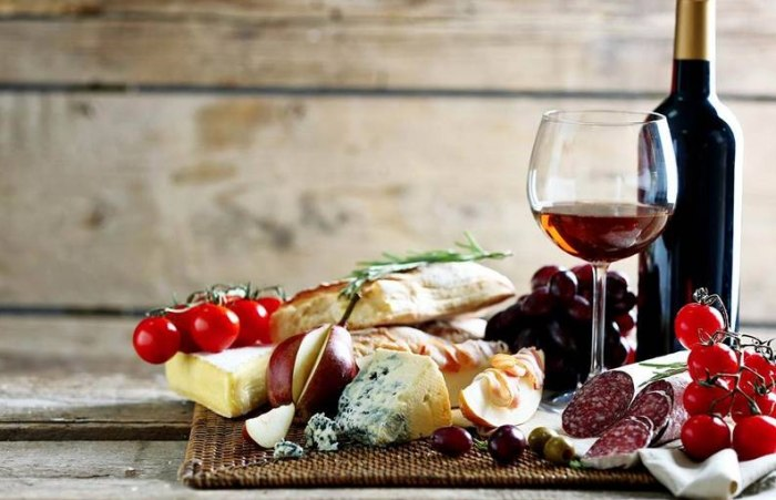 /media/post/vsrfheb/italy-wine-and-typical-food-793x512.jpg